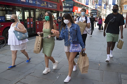 Четыре волны коронавируса предсказали Великобритании