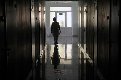 Главврача российской больницы уволили после смерти коллеги с коронавирусом