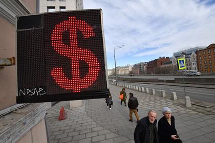 Курс рубля рухнул к доллару и евро