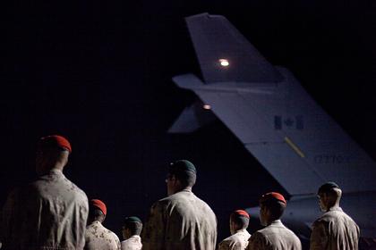Летевший в Латвию самолет с солдатами развернули на полпути из-за коронавируса
