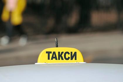 Россиянин отобрал у таксиста машину и попал на ней под поезд
