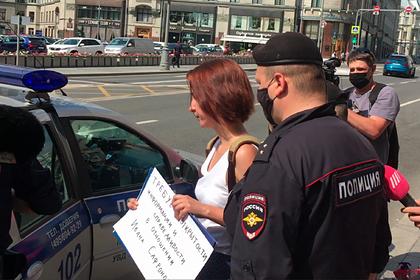 Бывших коллег подозреваемого в госизмене журналиста задержали на пикете