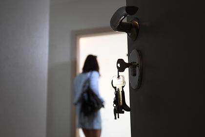 Россиянка забыла закрыть за собой дверь и лишилась денег