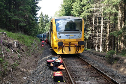 Два поезда столкнулись лоб в лоб в Чехии
