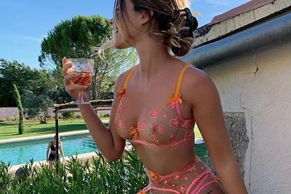 Модель популярного бренда порадовала фанатов снимком в прозрачном белье