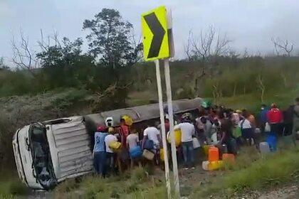 Колумбийцы захотели собрать бензин на месте ДТП и сгорели