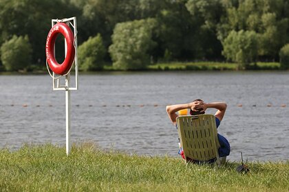 Российские нудисты пожаловались на устраивающих на пляже «оргии» геев