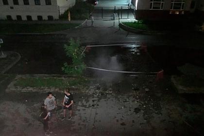Фонтан кипятка в российском городе пробил жилой дом