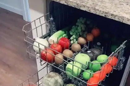 Женщина показала уникальный способ мыть фрукты и овощи и прослыла гениальной