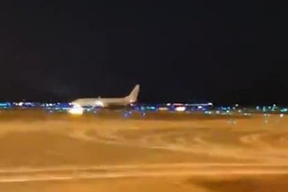 Пилот посадил самолет с разбитым стеклом за считанные минуты и спас пассажиров