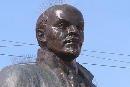 В российском городе на памятнике Ленину установили шипы