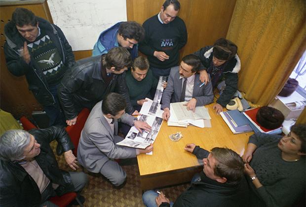 Следователи по особо важным делам во время оперативного совещания