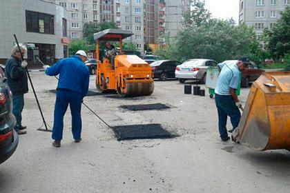 Более 60 тысяч ям устранили во дворах Подмосковья с начала года