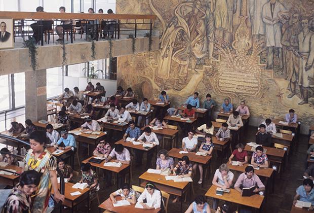 Библиотека Ташкентского государственного университета имени Ленина. 1977 год