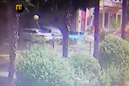 Россиянин на BMW заехал на тротуар и сбил беременную женщину