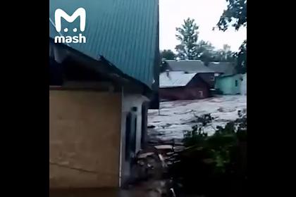 Разрушительный разлив российской реки попал на видео
