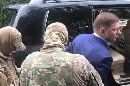 Опубликованы фотографии задержания губернатора Хабаровского края