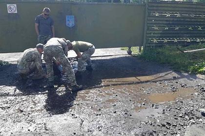 Украинские военные осушили лужи перед визитом Зеленского