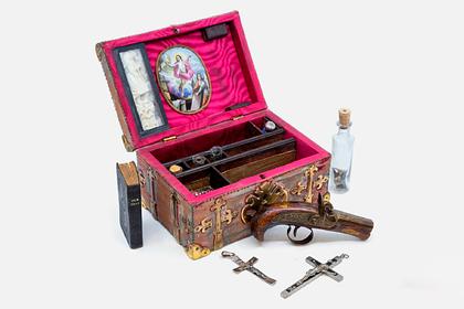 Таинственную шкатулку охотника на вампиров выставили на продажу