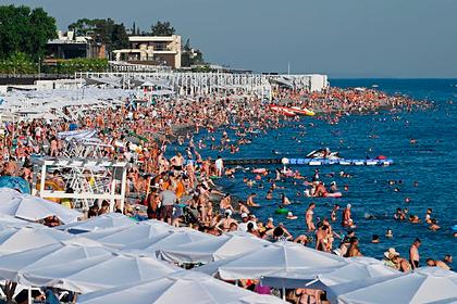 Забитые под завязку пляжи в Сочи сняли на камеру