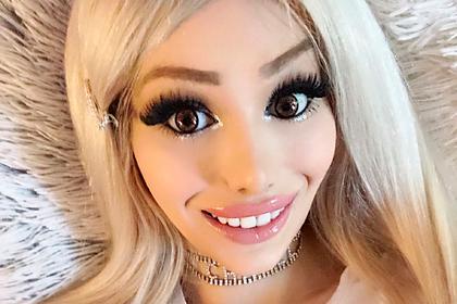 Похожая на куклу Барби девушка ушла с работы из-за сводящей мужчин с ума красоты