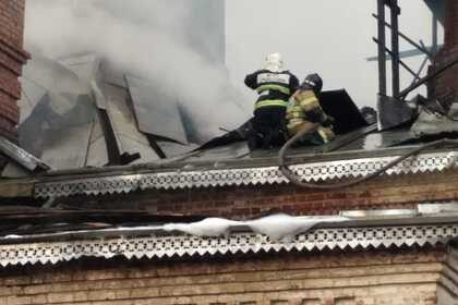 Российская церковь загорелась после удара молнии и попала на видео