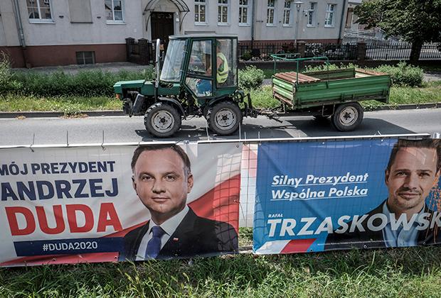 Предвыборные баннеры Дуды и Тшасковского в городе Лешно