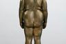 К битве за звание экспоната с лучшей попой подключилась и Литва. Основанный в 1921 году и являющийся одним из старейших в стране Музей Чюрлениса решил выставить на соревнование бронзовую статуэтку «Елена I», созданную Мейлой Кайрюкштите-Балкус, чьим основным творческим мотивом была именно женственность. И хотя скончавшаяся всего пять лет назад скульпторша успела застать эру глянцевой красоты и культа ухоженности, интересовала ее женственность абсолютно другого толка: естественная, природная и не пытающаяся подстроиться под переменчивые идеалы. Иными словами, настоящий бодипозитив.