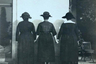 От Музея Эгама в соревновании поучаствовала черно-белая фотография, изображающая трех женщин в платьях и шляпах. Представители учреждения не стали рассказывать предысторию снимка, а лишь пошутили, что он называется «Три мудрые задницы», добавив, что три — это магическое число. Отсутствие описания, впрочем, не мешает предположить, что на фотографии запечатлены суфражистки — именно им и истории их движения посвящена добрая часть коллекции небольшого британского музея.