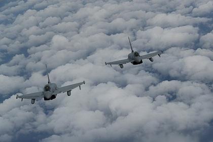 Британский самолет провел многочасовую разведку у границ России