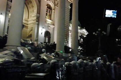 Российский журналист попал под слезоточивый газ во время беспорядков в Сербии