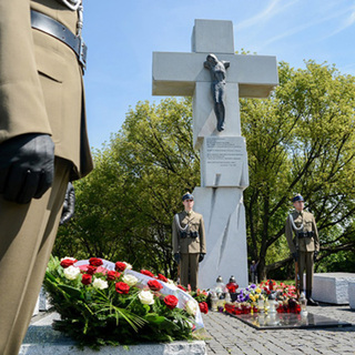 Памятник жертвам Волынской резни в Варшаве