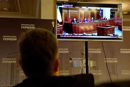 Зеленский решил отменить ограничение зарплат чиновников