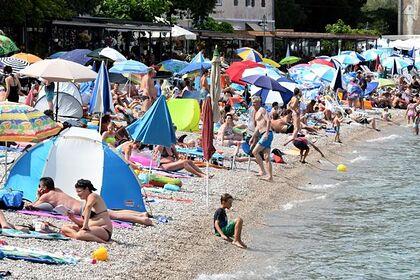 Туристы поселились на пляжах из-за закрытых на карантин отелей