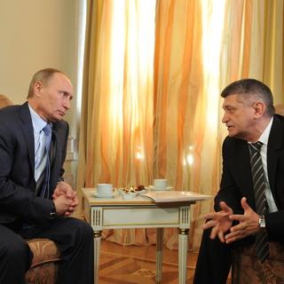 Владимир Путин и Александр Сокуров в 2011 году