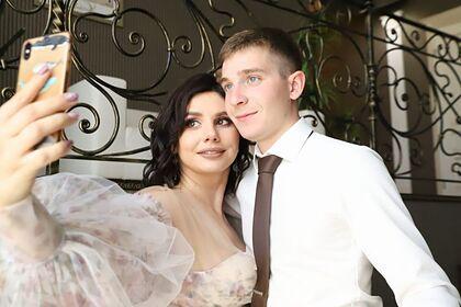 Популярная российская блогерша вышла замуж за 20-летнего пасынка