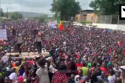 Многотысячная антиправительственная демонстрация обернулась беспорядками в Мали