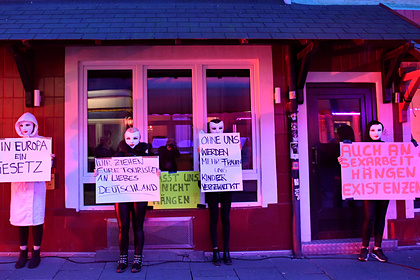 Проститутки Германии захотели вернуться к работе и вышли протестовать