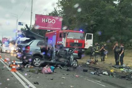 Пьяный водитель Mercedes убил семью в ДТП под Киевом