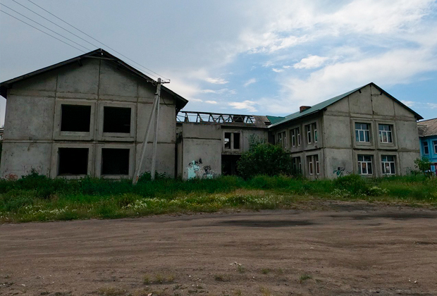 Здание недостроенного детского сада — в нем Тулунский маньяк изнасиловал по меньшей мере пять женщин