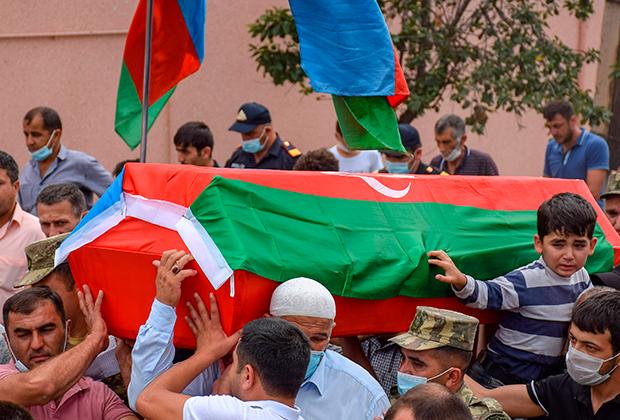 Похороны солдата Вугара Садыгова в селе Юхары Гёйджали Агстафинского района, Азербайджан