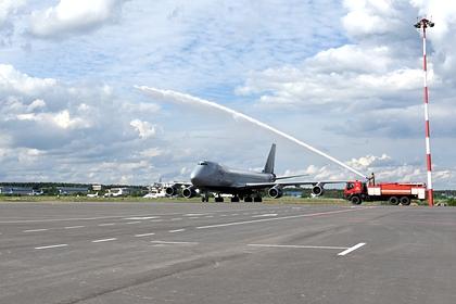 Российский самолет приготовился к экстренной посадке из-за курильщика-дебошира
