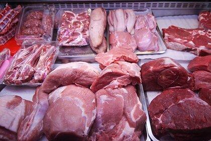 Названы причины быстрой порчи мяса