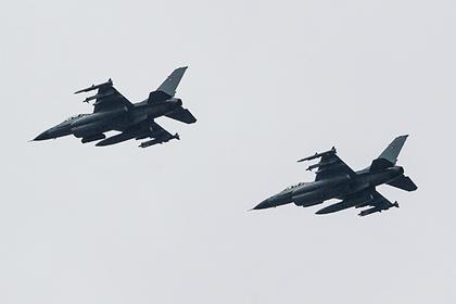 Американский истребитель F-16 разбился во время приземления на авиабазе