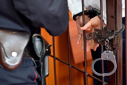 Россиянина посадили за истязания жены и изнасилование малолетней падчерицы