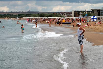 Отдыхающим в Анапе россиянам запретили купаться в море