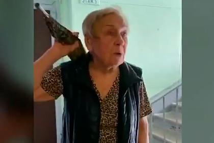 Пенсионерка из Москвы объявила войну соседям-геям