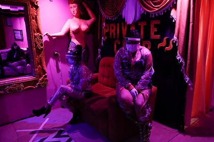 Боливийские проститутки вышли на работу с новыми аксессуарами