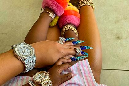 Популярная рэперша опубликовала фото бриллиантовых часов двухлетней дочери