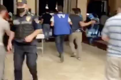 В Баку демонстранты ворвались в здание парламента